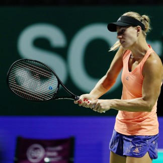 Angie practices prior to the start of The 2018 BNP Paribas WTA Finals Singapore // Getty Images